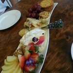 Brie cheese plate -- YUM!