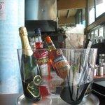 ottima selezione di vini e liquori (al bar)