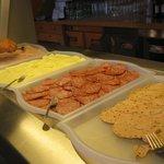 buona la cena  a buffet /appena sufficiente la colazione per qualita'!