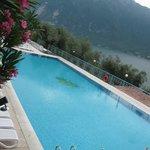 La piscina estrena del villaggo/hotel