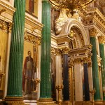 Altar, feito em malaquita (pedra verde) e ouro. Sensacional!
