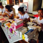 Eight nurses and 4 doctors are working for the Foundation, paid by the Fair Warung Balé