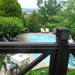 Blick vom Frühstückstisch auf den Pool