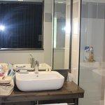 Salle de bain avec grande douche italienne