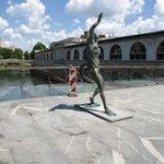 statue på broen