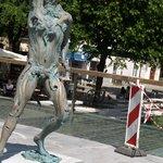 statue fra anden vinkel på broen