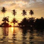 Couché de soleil au bord de l'immense piscine +++
