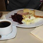 Кое-что из завтрака (весьма стандартное)