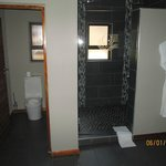 Super dual head shower with excellent pressure and plenty of hot water