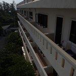 С балкона во двор