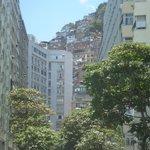 Vista di favela Santa Marta dal quartiere Botafogo