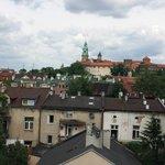 widok na Wawel z pokojowego balkonu