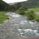 El rio , desde el puente, a la izquierda Montgarrí