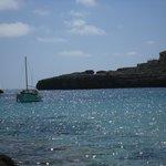 selbst aufgenommenes Foto vom Strand auf die Bucht Cala Marsal