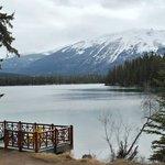 Lake Beauvert, Jasper Lodge