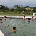 Piscina descubierta... al fondo el río Paraná