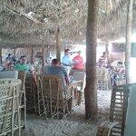 qui si pranza a mezzogiorno in spiaggia