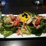Salade d'écrevisses. Salade variée: salade verte, épinard, ...