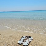 Praia de águas transparentes de Agios Prokopios