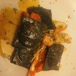 Ravioli al nero di seppia e scampi