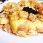 Revuelto de patatas con langostinos y salmón