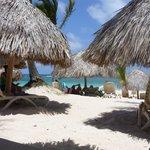 olha os bangalôs da praia...todos com espreguiçadeiras super confortáveis