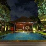 Island Hotel Poolside