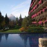 hôtel, piscine et monagnes