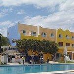 Hôtel vu de l'espace piscine