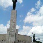 памятник наверху