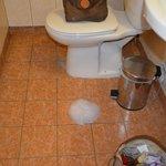 le sol de la salle de bain pendant la douche !!!