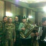 con la banda musicale...