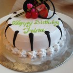 Этим тортиком в ресторане меня поздравили и спели песню.