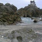 Вид на онсен с пляжа