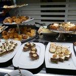 Une partie du fameux buffet de dessert