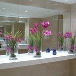 wc de l'hôtel, toujours fleuri