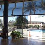 salão proximo à piscina