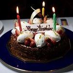 大好きなキリッシュトルテと生クリームを楽しめるようオーダーしたホールケーキ