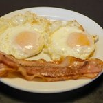 Huevos fritos para desayuno, Frite eggs for breakfast.