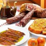 Tradicion i sabor autentico, Tradition and good taste.