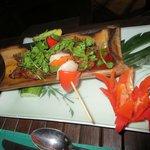 Essen im Bambusschiffchen