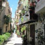 Обожаю узкие итальянские улочки.
