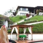 Vista al hotel desde la piscina