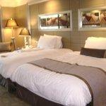 bedroom twin queen beds