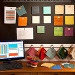 Muestrario de colores para diseñar alfombras a medida, tejidas en telares antiguos