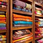 Detalle de alfombras tejidas a mano por teleras del Noa, en Tienda de Costumbres