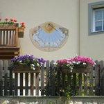 Meridiana di una casa sulla Freudpromenade