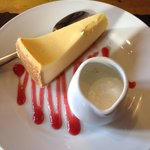 New York style cheese cake with cream