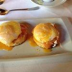 Huevos Benedict con trucha
