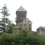 Il castello domina il borgo